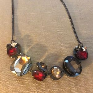 Beautiful NWT elegant necklace